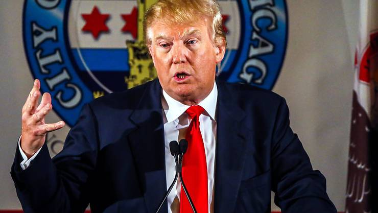 US-Präsidentschaftsbewerber Donald Trump manövrierte sich mit abfälligen Bemerkungen über mexikanische Einwanderer ins TV-Abseits. (Archiv)