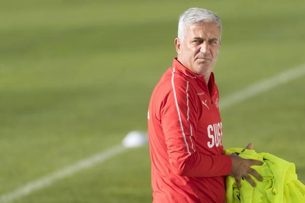 Nicht seine Lieblingsbeschäftigung, aber jetzt zentral: Nati-Trainer Petkovic sollte seine «Problemfälle »Shaqiri und Lichtsteiner besuchen.