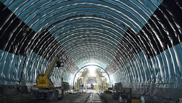 Die Bauarbeiten in der dritten Röhre des Gubristtunnels sind in vollem Gange. (Archiv)