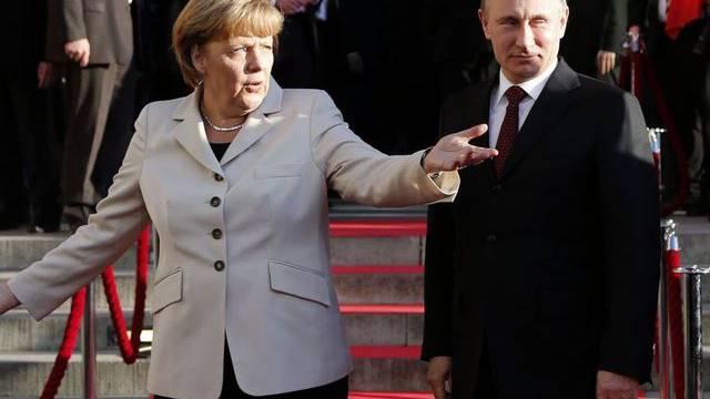 Kühle Freundschaft: Merkel und Putin