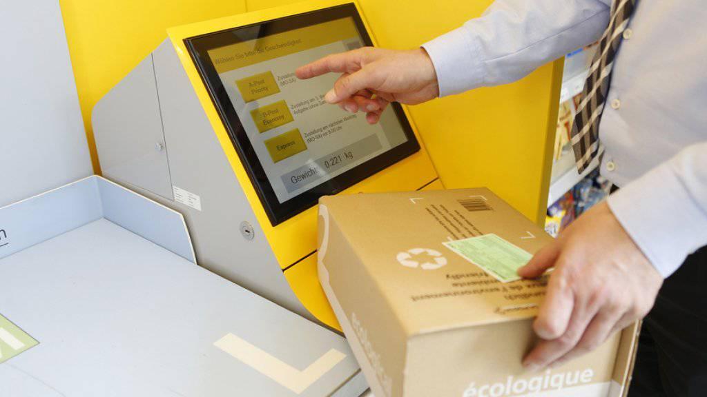 Immer öfters werden die Dienstleistungen der Post nicht mehr in traditionellen Poststellen erbracht. Im Schnitt werden jährlich 100 Poststellen in eine Postagentur umgewandelt. (Archivbild)