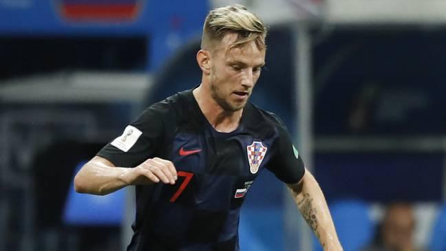 Hart umkämpft: Kroatiens Ivan Rakitic und Russlands Mario Fernandes im Duell.