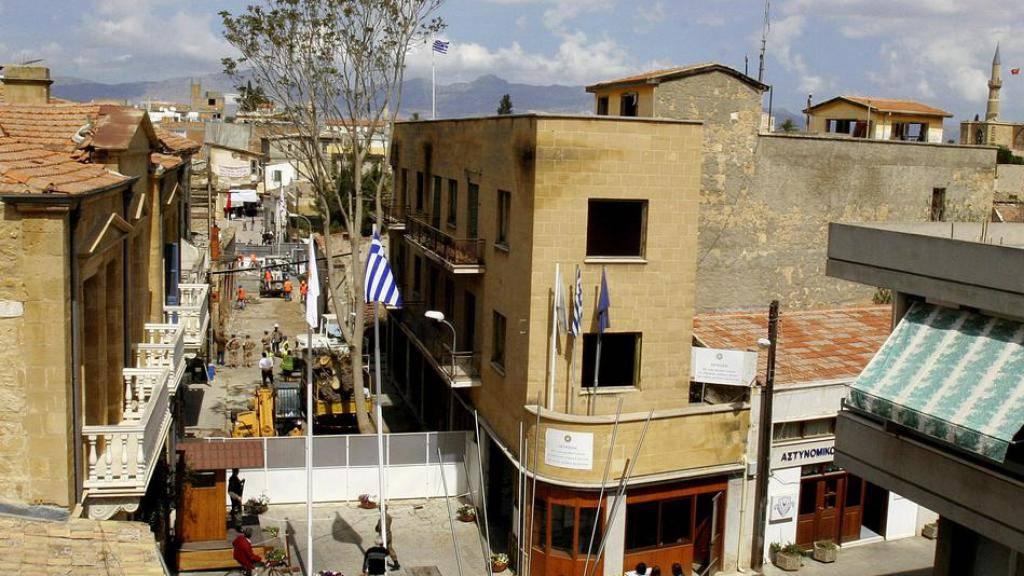 Bei der Vermarktung von Halloumi-Käse wollen beide Inselhälften zusammenarbeiten. In der Ledra-Strasse, im Herzen von Nikosia, bleibt die Teilung Zyperns aber bestehen. (Archiv)