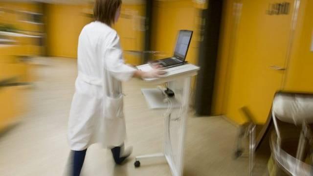 Die Kantone müssen einen Teil der Spitalkosten von IV-Rentnern tragen (Symbolbild)