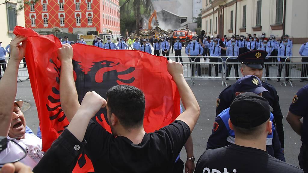 Protest gegen Theater-Abriss - Präsidentengattin festgenommen