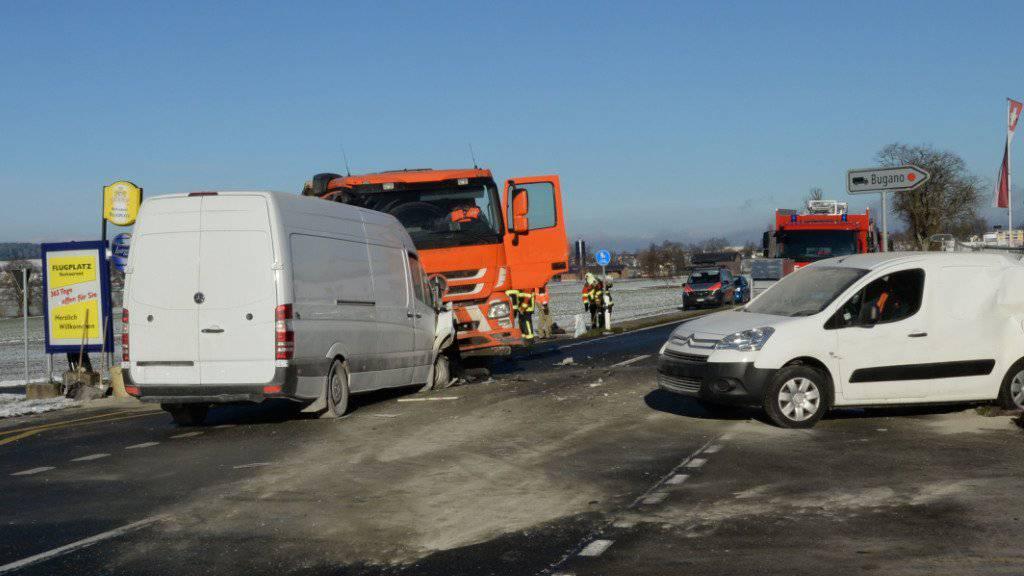 Auffahr- und Frontalkollision in Beromünster: Drei Fahrzeuge wurden beschädigt, eine Person verletzt.