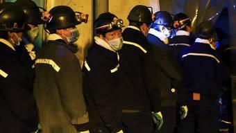 Rettungskräfte beim Eingang in eine verschüttete Mine: China erlebt fünf grössere Grubenunglücke in fünf Wochen. (Archivbild)