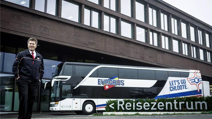 Chauffeur Fritz Urwyler vom Windischer Busunternehmen Eurobus fährt jeweils das Kader der Kloten Flyers an die Auswärtsspiele.