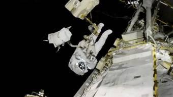 US-Astronaut Joe Acaba bei seinem Weltraumspaziergang ausserhalb der Internationalen Raumstation.