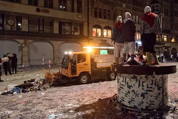Die Basler Fasnacht ist auch ein riesiger Abfallproduzent: Rund 250 Tonnen Abfall hat die Stadtreinigung in den drei Tagen gesammelt.