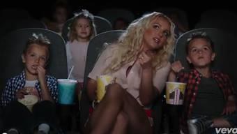 Britney Spears mit ihren Söhnen im Video.