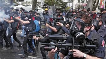 Schwere Zusammenstösse zwischen Polizei und Demonstranten am 1. Mai in Istanbul