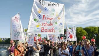 Lehrer protestieren in Solothurn gegen die Sparmassnahmen