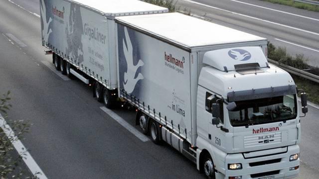 """Ein """"Megaliner"""" auf der Autobahn in Deutschland (Symbolbild)"""