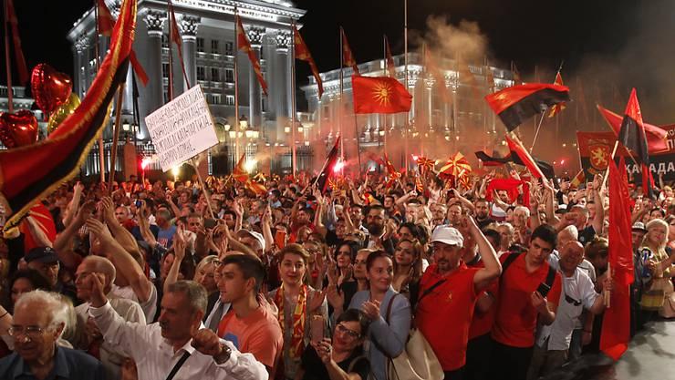 Tausenden gefällt die Umbenennung Mazedoniens nicht und daher gingen sie am Samstag in Skopje auf die Strasse.