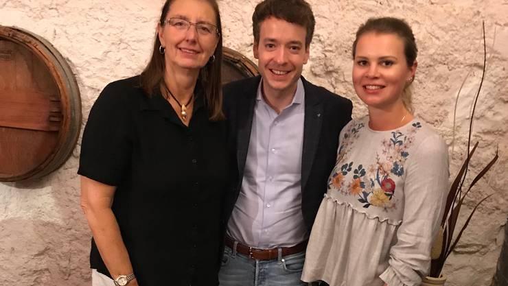 Nationalratskandidat Adrian Schoop, flankiert von der abtretenden Gemeinderätin Claudia Klein-Kübler und der neuen Gemeinderätin Jasmin Hofer.