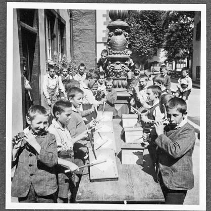 Die WaisenhausClique übt für die Fasnacht.
