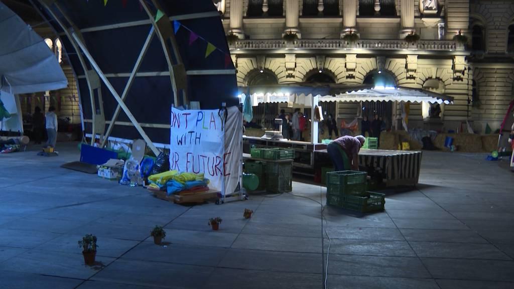 Klimastreik auf Bundesplatz sorgt für Unmut bei Marktfahrern: «Erwarte Einbussen von 50 Prozent!»