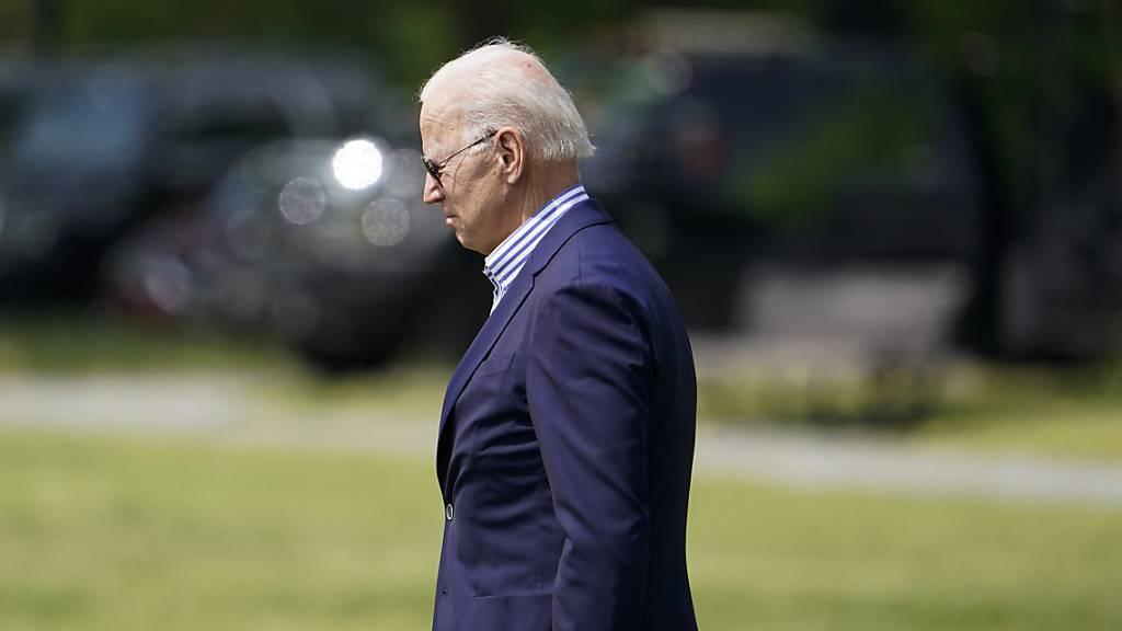 Biden trifft am Jahrestag von George Floyds Tod Angehörige