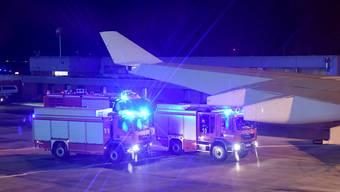 Ein Blick aus der Regierungsmaschine Angela Merkels, die am Flughafen Köln Bonn nach einer schweren Flugzeugpanne landen musste. Merkel war auf dem Weg zum G20 Gipfel in Argentinien.
