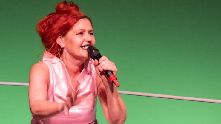 Sie kam 1963 zur Welt und machte in den 80er-Jahren in Basel eine Lehre als Schneiderin. Als Teil der Jugendbewegung war sie zuerst in der autonomen, später in der Kunstszene aktiv. 1988 gründete Madörin gemeinsam mit anderen Künstlerinnen, unter anderem der heute für ihre Videoinstallationen bekannten Pipilotti Rist, die Musik- und Performancegruppe Les Reines Prochaines. Die «Königinnen», heute bestehend aus Fränzi Madörin, Muda Mathis und Sus Zwick, stehen immer noch gemeinsam auf der Bühne. In ihrer Arbeit verbinden sie verschiedene Medien und Genres und erhielten 2019 den Schweizer Musikpreis für ihr Werk.
