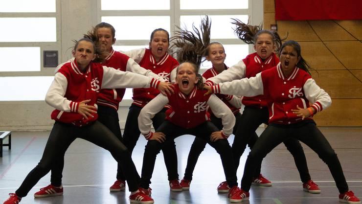 Diese Tänzerinnen zeigen vollen Einsatz.