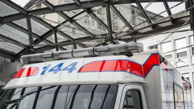 Der 58-jährige Mann wurde mittelschwer verletzt und musste ins Spital gebracht werden. (Archivbild)