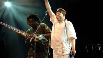 Mixt afrikanischen Gesang mit Rock-Elementen zu neuem Pop: Salif Keita.