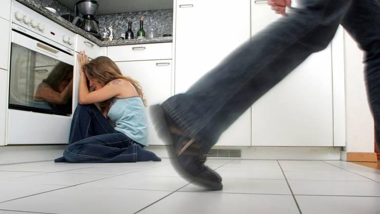 Die Polizei hatte viel zu tun. In Acht Fällen kam es zu aggressiven Handlungen im Haushalt. (Symbolbild)