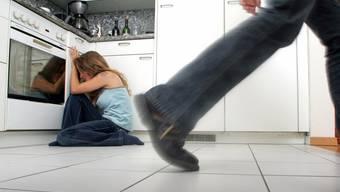Im Aargau gibt es jährlich bis zu 1000 Fällen von häuslicher Gewalt. (Symbolbild)