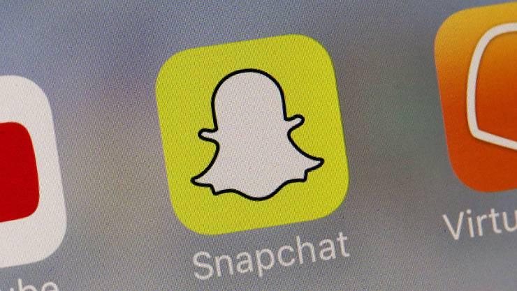 Nach zwei Quartalen mit sinkenden Nutzerzahlen hat die Foto-App Snapchat ihren Abwärtstrend vorerst gestoppt. (Archivbild)