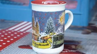 Das Objekt der Begierde: Die Glühwein-Tasse des Basler-Weihnachtsmarktes.