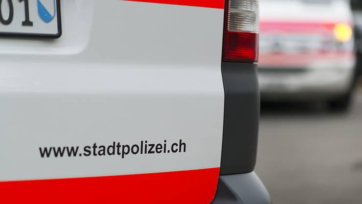 Nach dem Überfall auf eine Tankstelle im Kreis 2 sucht die Stadtpolizei Zürich Zeuginnen und Zeugen. (Symbolbild)