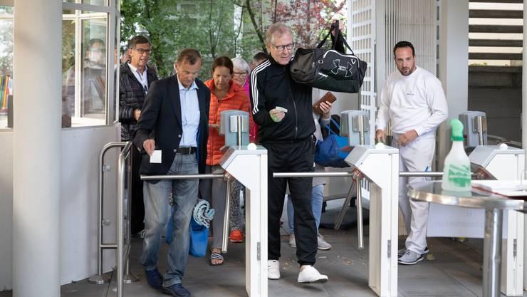 Der ehemalige Oltner Stadtpräsident Ernst Zingg passierte die Schranken als erster.