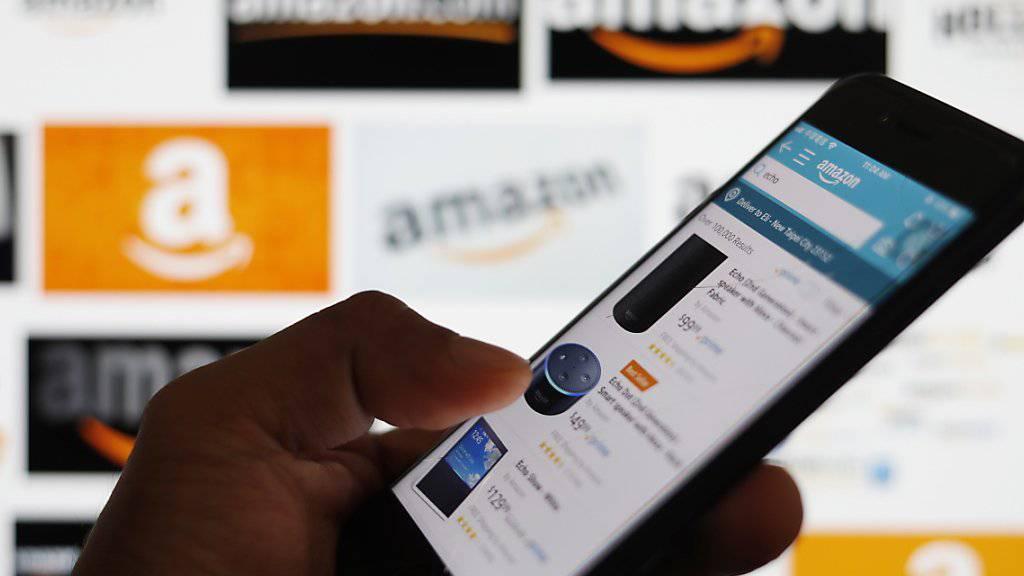 Amazon geht dem Verdacht nach, dass Angestellte Kundendaten über Vermittler an externe Händler insbesondere in China verkauft haben könnten. (Symbolbild)