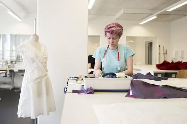 Ein Einblick in die Vorbereitungen für die Modeschau der Berufsfachschule...