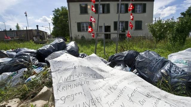 Aus Protest hatte der Rentner seinen Müll vor dem Haus aufgetürmt (Archiv)
