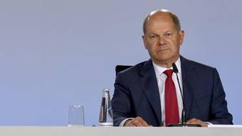 Bundeskanzlerin Angela Merkel und Vizekanzler und Finanzminister Olaf Scholz verkünden in Berlin das beschlossene Konjunkturprogramm. (Bild: John MacDougall/AP, 3. Juni 2020)