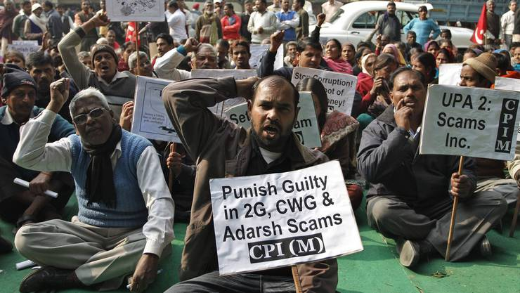 Wütende Demonstranten der Kommunistischen Partei Indiens protestieren gegen korrupte Manager der Commonwealth Games 2010.