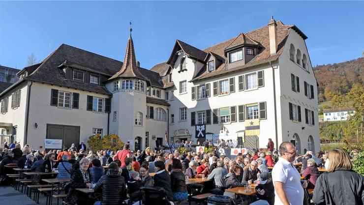 An der ersten Laufentaler Landsgemeinde in Zwingen wurde lautstark für ein Nein zum Richtplan geworben.