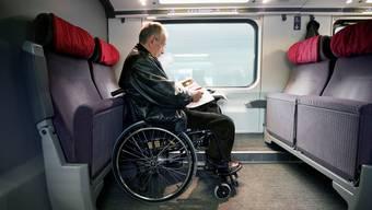 Reservationen sind auch für gehbehinderte Passagiere nur im oberen Stock möglich – im unteren Stock sind die Plätze in den speziellen Abteilen für sie vorgesehen, aber nicht reservierbar.