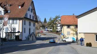 Der Fussgängerstreifen Taverne ist vor allem für Kinder gefährlich. Seine Verlegung um 34 Meter die Strasse hoch löst nicht alle Probleme.