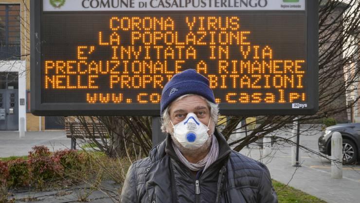 Das Coronavirus nähert sich der Schweiz. In der Region Lombardei in Norditalien sind die Menschen aufgefordert, nach Möglichkeit in den eigenen vier Wänden zu bleiben. Auch die Schweiz ergreift Massnahmen. (Archivbild)