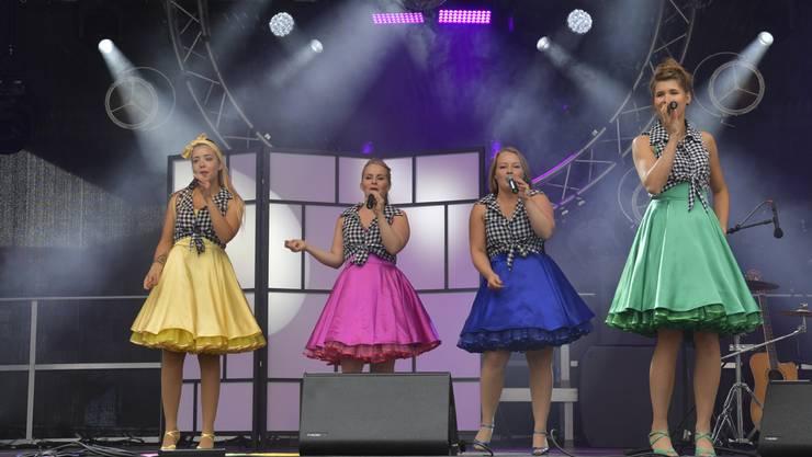 """Die Showgruppe """"The Petticoat"""" bei ihrem Auftritt am Grenchner Fest 2018"""