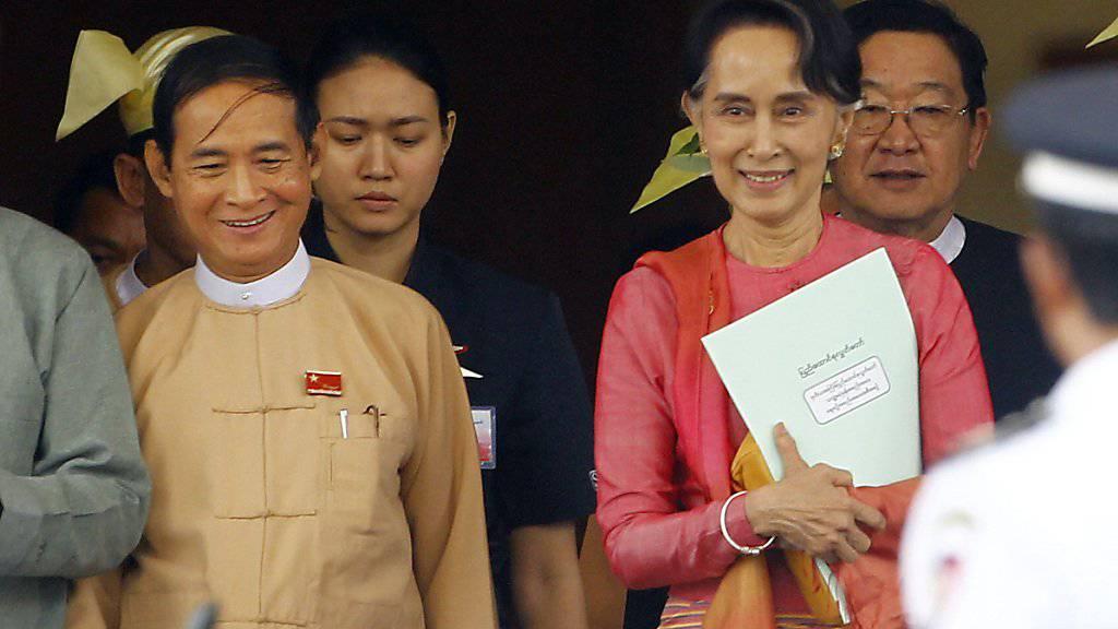 Win Myint (links) heisst der neue Präsident Myanmars. Die Macht hält jedoch Regierungschefin Suu Kyi (rechts) in den Händen.