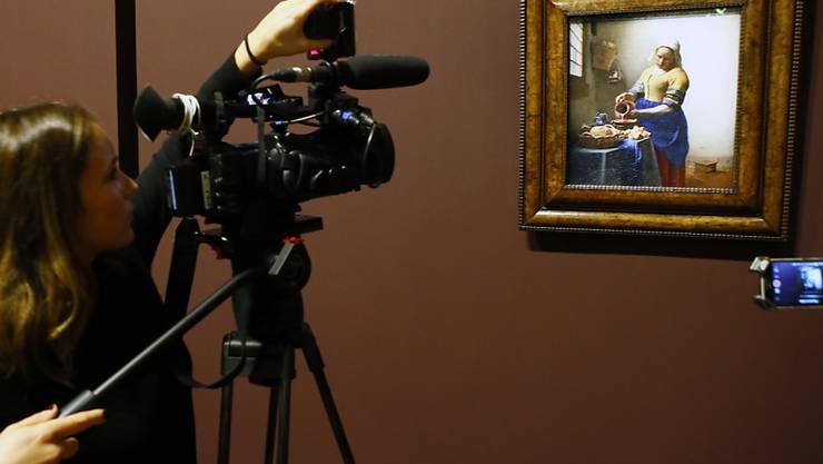 """""""Dienstmagd mit dem Milchkrug"""" ist eines von 36 erhaltenen Gemälden von Johannes Vermeer:  In einem digitalen Museum können die Meisterwerke überall und kostenlos betrachtet werden. (Archivbild)"""