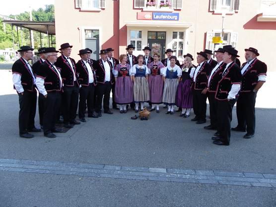 Der Jodlerklub Laufenburg-Rheinfelden sang beim Empfang nochmals das in Davos vorgetragene Wettlied.