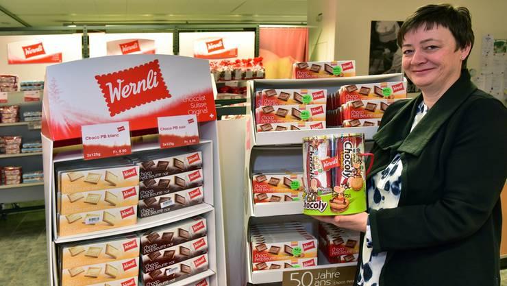 Die Produktion von Trimbacher Wernli-Biscuits verläuft nach wie vor erfolgreich. Marianne Wüthrich Gross präsentiert sowohl «Evergreens» (links) als auch Neuheiten.