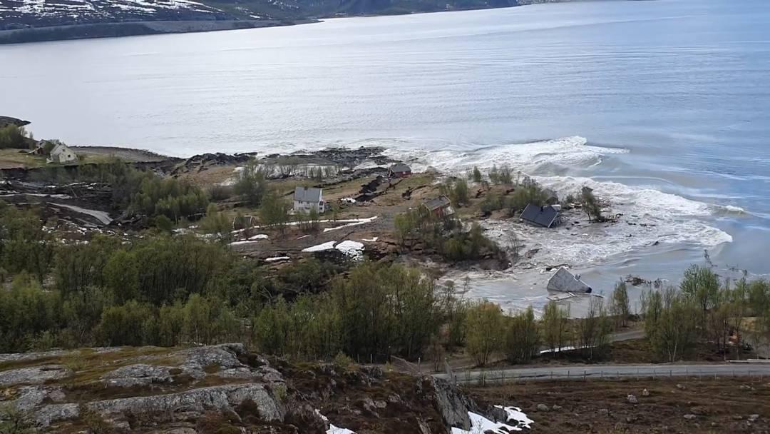 Norwegen: Erdrutsch reisst Häuser ins Meer