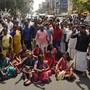 Die Aktion von zwei Frauen, die sich Zutritt zu einem heiligen Hindu-Tempel im Süden des Landes verschafft haben, hat Proteste ausgelöst. (AP Photo/R S Iyer)